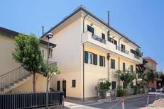 Ferienhaus 1368997 für 4 Personen in Rimini
