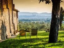 Appartement 1369354 voor 6 personen in Arezzo