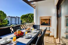 Appartement 1369747 voor 4 personen in Olhos de Água