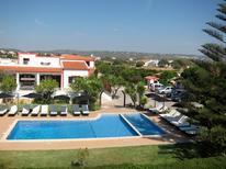 Appartement 1370424 voor 2 volwassenen + 2 kinderen in Olhos de Água