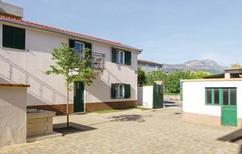 Appartement 1377905 voor 6 personen in Kaštela