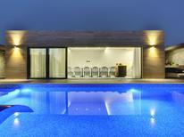 Casa de vacaciones 1378303 para 12 personas en Banjole