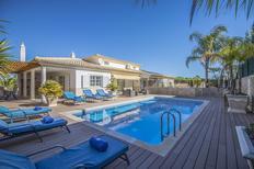 Vakantiehuis 1379745 voor 8 volwassenen + 2 kinderen in Olhos de Água