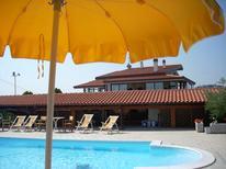 Ferienwohnung 1379834 für 6 Personen in Tortoreto