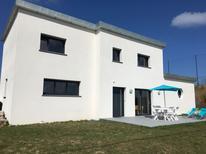 Vakantiehuis 1383746 voor 4 volwassenen + 4 kinderen in Santec