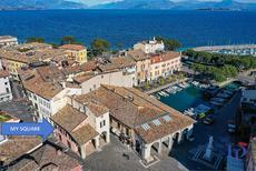 Ferienwohnung 1384937 für 4 Personen in Desenzano del Garda