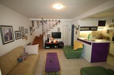 Ferienhaus 1385907 für 5 Personen in Sućuraj