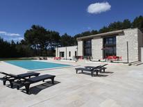 Ferienhaus 1386229 für 9 Personen in Chateaurenard