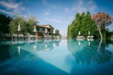 Ferienwohnung 1386422 für 3 Personen in San Donato Fronzano