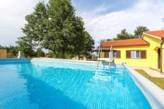 Ferienhaus 1387885 für 8 Personen in Santalezi