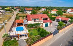 Ferienhaus 139855 für 12 Personen in Galovac