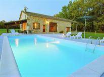 Villa 1391676 per 9 persone in Biron