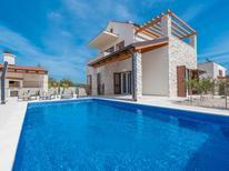 Vakantiehuis 1393407 voor 8 personen in Brodarica