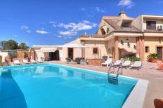 Ferienwohnung 1394800 für 11 Personen in Floridia