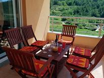Ferienwohnung 1396523 für 8 Personen in Podstrana