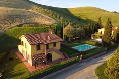 Ferienhaus 1396917 für 8 Personen in Volterra