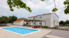 Ferienhaus 1397075 für 18 Personen in Šestanovac
