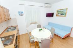 Appartement 1397784 voor 4 personen in Baska Voda