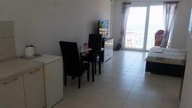 Ferienwohnung 1398459 für 2 Personen in Gradac