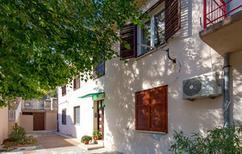 Appartement 1402136 voor 4 personen in Jablanac