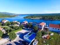 Ferienwohnung 1402923 für 4 Personen in Novigrad