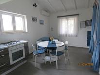 Ferienwohnung 1406891 für 5 Personen in Privlaka