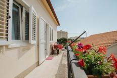 Villa 1409738 per 8 persone in Okrug Gornji