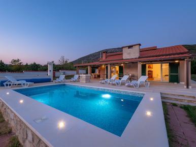 Gemütliches Ferienhaus : Region Trogir für 6 Personen