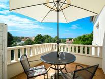 Appartement 1417619 voor 3 personen in Brodarica