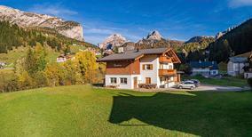 Vakantiehuis 1422747 voor 19 personen in Wolkenstein in Gröden