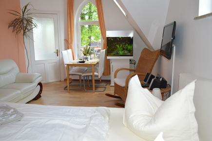 Für 4 Personen: Hübsches Apartment / Ferienwohnung in der Region Warnemünde