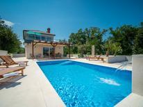 Casa de vacaciones 1424605 para 6 personas en Hlapa