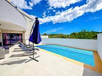 Villa 1424609 per 10 persone in Tribunj