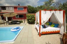 Ferienhaus 1425329 für 8 Personen in Solin
