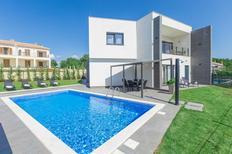 Vakantiehuis 1425509 voor 6 volwassenen + 2 kinderen in Kaštelir