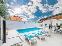 Ferienhaus 1426631 für 8 Personen in Novigrad