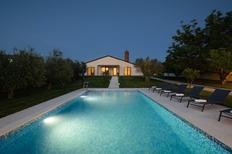 Ferienhaus 1428305 für 4 Erwachsene + 2 Kinder in Valbandon