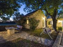 Ferienhaus 1431255 für 9 Personen in Benkovac