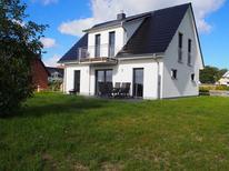 Semesterhus 1432126 för 6 vuxna + 2 barn i Karlshagen