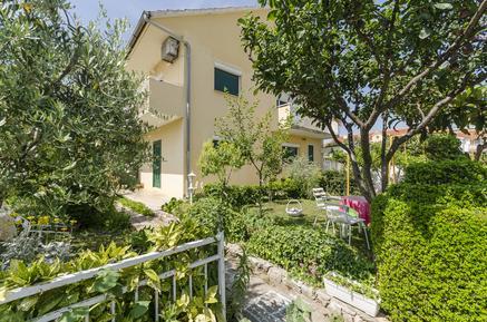 Für 8 Personen: Hübsches Apartment / Ferienwohnung in der Region Šibenik-Knin