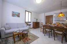 Ferienwohnung 1440805 für 5 Personen in Desenzano del Garda