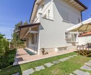 Casa de vacaciones 1445370 para 4 personas en Forte dei Marmi