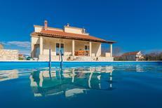 Ferienhaus 1445936 für 8 Personen in Privlaka