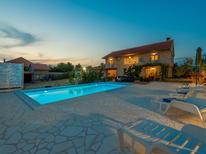 Rekreační dům 1446869 pro 8 osob v Lisicic