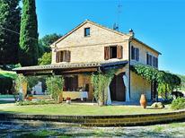 Ferienhaus 1451593 für 10 Personen in Montecosaro