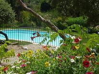 Villa 1457846 per 10 persone in Crillon-le-Brave