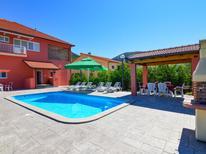Ferienhaus 1461724 für 8 Personen in Makarska