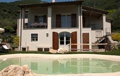 Casa de vacaciones 1462631 para 4 adultos + 2 niños en Vado di Camaiore