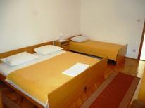 Appartement 1464894 voor 5 personen in Starigrad-Paklenica