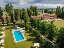 Ferienhaus 1465546 für 10 Personen in Taglio di Po